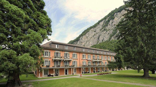 Grand hotel des bains lavey les bains switzerland tourism for Grand hotel des bain